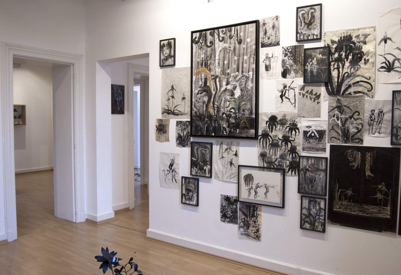 Vue de l'exposition Bastion! - Commissaire : Damien Deroubaix - Dudelange