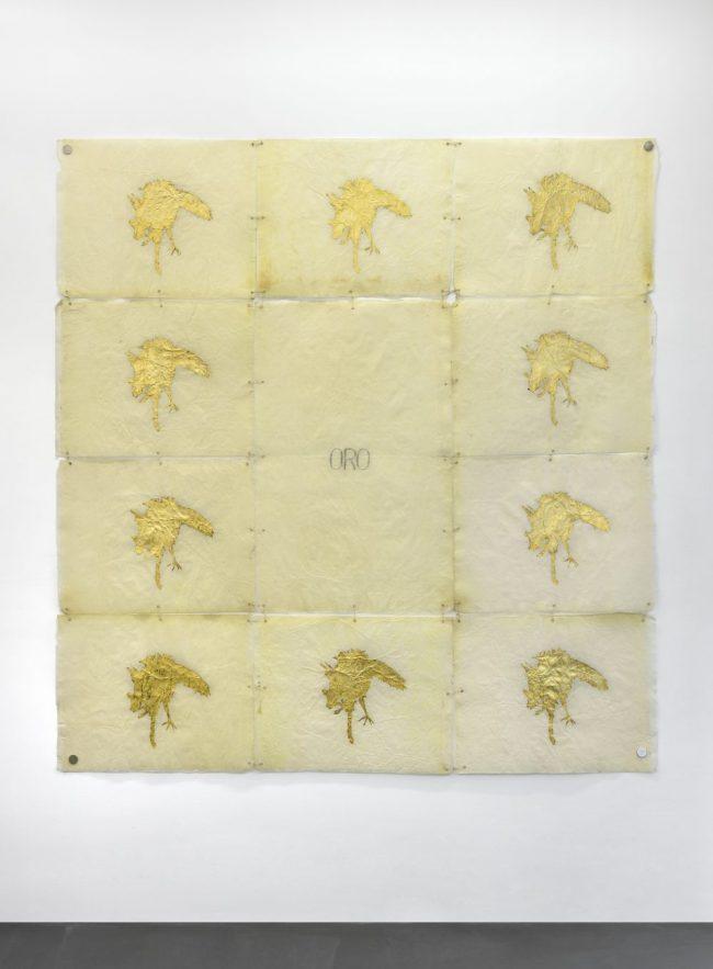 ORO - De la série des Animaux Momifiés - Papier, or et graphite - 197 x 190 cm - 1993
