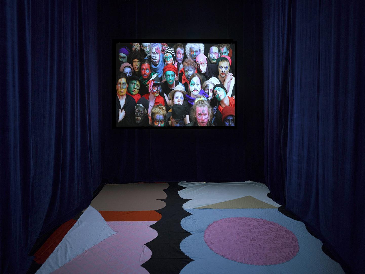 Installation view, Nur nicht mit beiden Beinen auf der Erde stehen, Galerie im Marstall, Ahrensburg, 2015